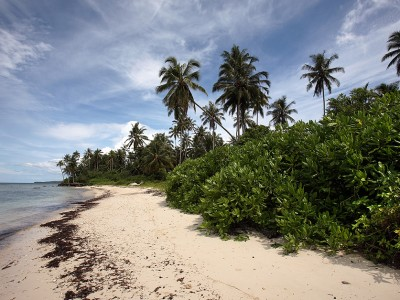 Asi Walo Beach, Sawo, Nias Utara.