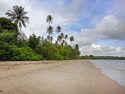 Lakha Beach, Tuhemberua, Nias Utara.