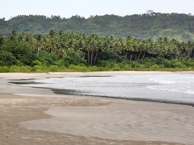 Laosi-Laosi Beach, Afulu, Nias Utara.