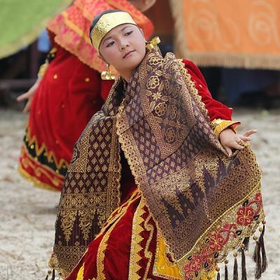 The Nias Moyo dance imitates the flight of an eagle.