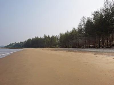 Pasir Berbisik Beach, Sawo, Nias Utara.