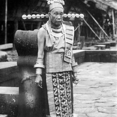The mother of chief Borani in Simaetano Hili village , South Nias. National Museum of World Cultures. Collection number: TM-10005443.