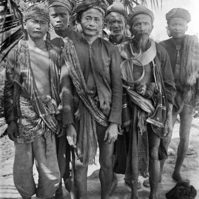 A group of men from the interior of North Nias. National Museum of World Cultures. Collection number: TM-10005455.