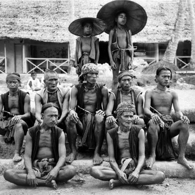 A group of villagers from South Nias. National Museum of World Cultures. Collection number: TM-10005772.