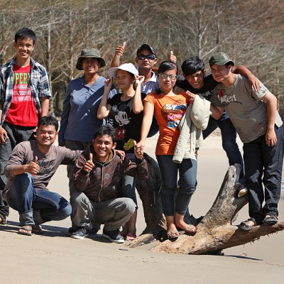 North Nias tourism office beach clean-up crew at Berbisik Beach on the north-coast of Nias Utara.