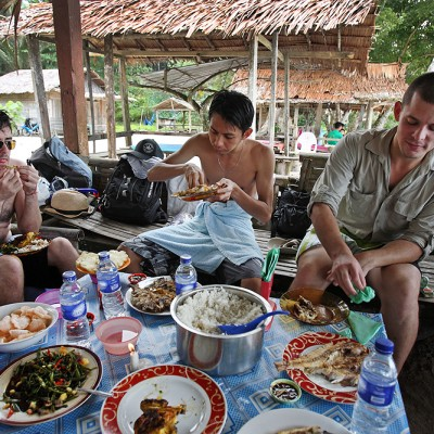 Big lunch at a beach cafe' on Asi Walo Beach, North Nias Regency (Nias Utara).