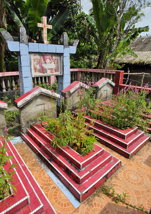 Nias house graves
