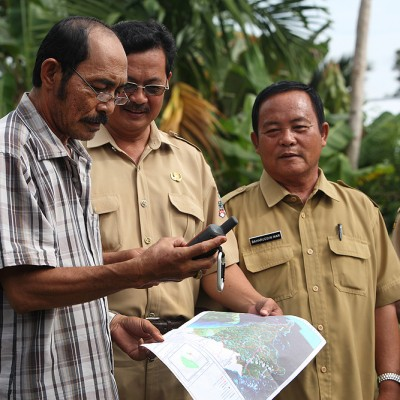 Senior staff at the North Nias Tourism & Culture Department taking part in GPS-training in preparation for tourism site survey.