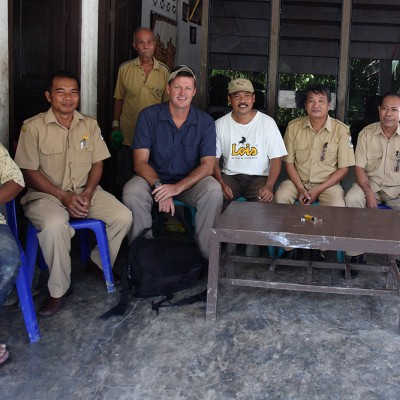 Bjorn Svensson from the North Nias tourism office discussing tourism potential with Sitolu Ori sub-district officials and village chiefs.
